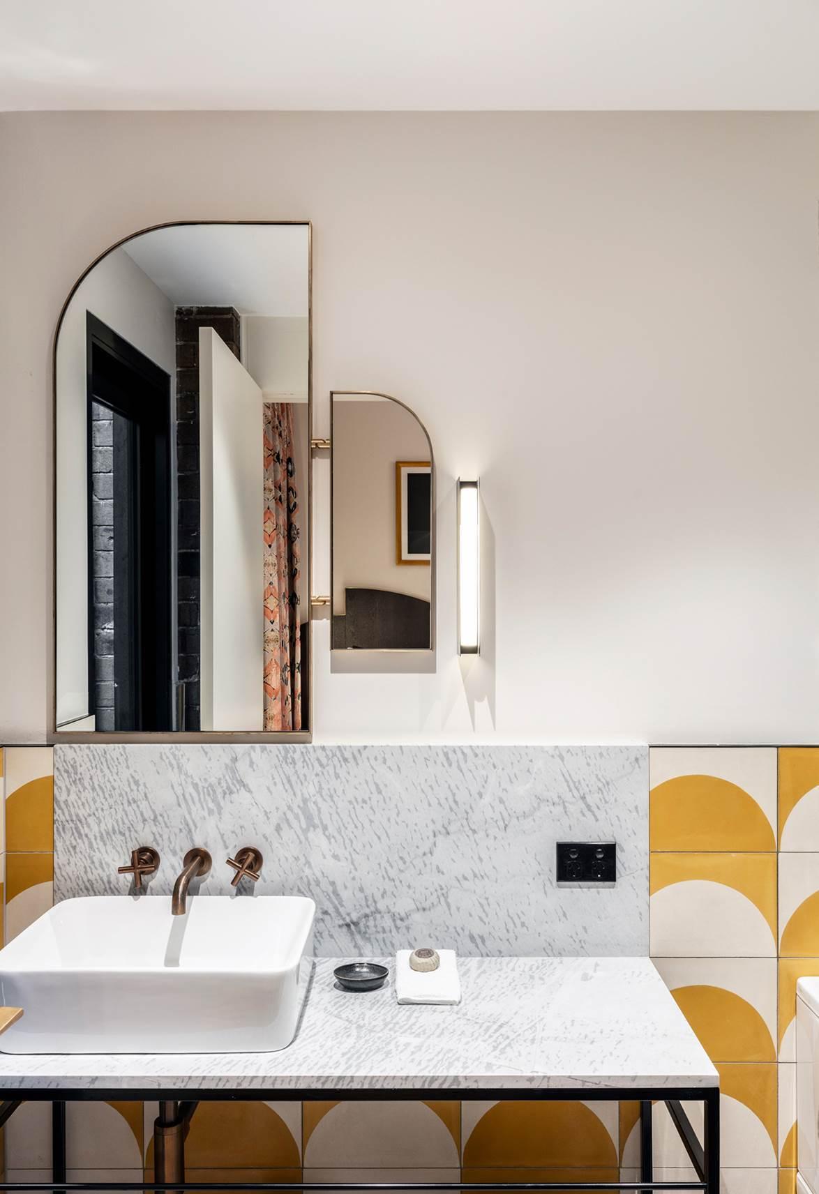 1920s-style-bathroom